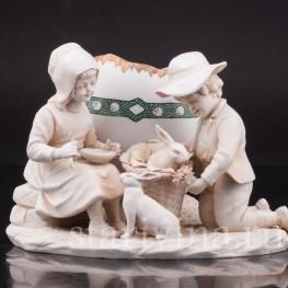Фарфоровая композиция Пара, кормящая кроликов, Muller & Co, Германия, 1907-52 гг.